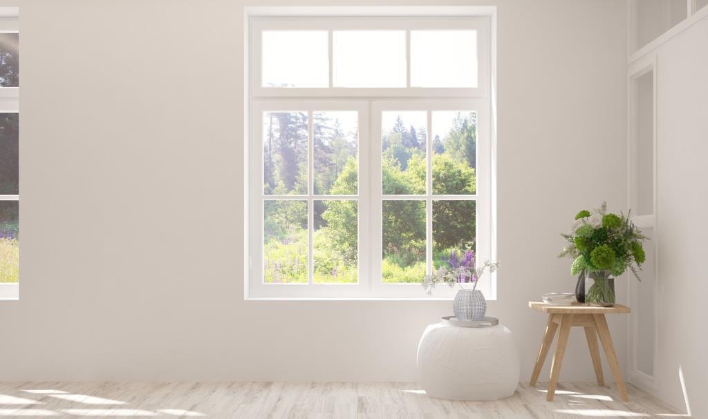 Stue hvor man ser ud af et vindue